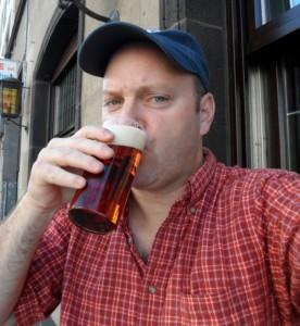 Brad Drinking Alt in Dusseldorf
